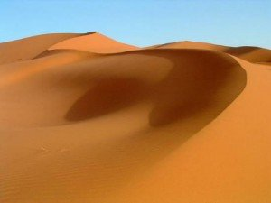 Le désert ! Quel curieux endroit... dans Paradis dune-deserts-erg-desert-maroc--300x225
